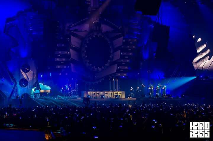 Hardstyle Pianist and his orchestra performing during COONE Live at Hardbass 2018
