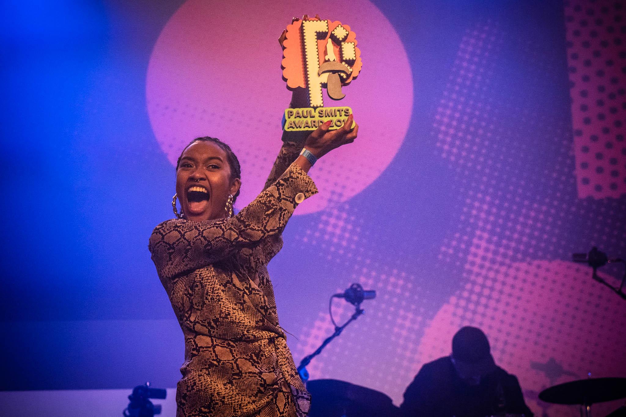 Ppronde_Amsterdam_Eindfeest_Paul Smits Award_2018-voor-A-Mili-urban-pop-foto-Jessie Kamp_